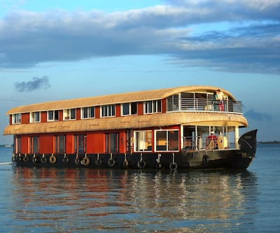 Kerala Tour Holidays Classic 7 Bed,Alleppey