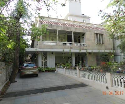Tara Niwas, Bani Park,