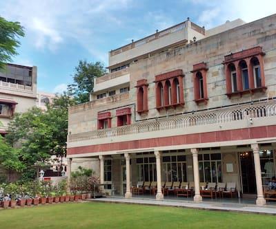 Hotel Arya Niwas, Station Road,