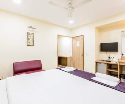 LYNQ CICO Hotel, Alipore,