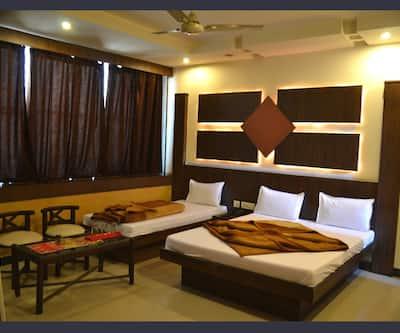 Hotel Krishna Heritage, Dudhadhari Chowk,