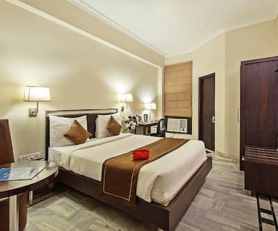 Hotel Arch Inn, M I Road,