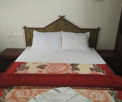 Kerala Tour Holidays Cruiser House Boat,Alleppey