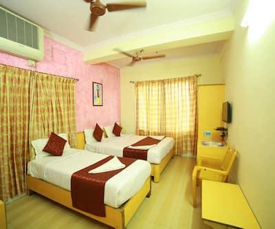 Hotel Pearl Inn, Sayyaji Rao Road,