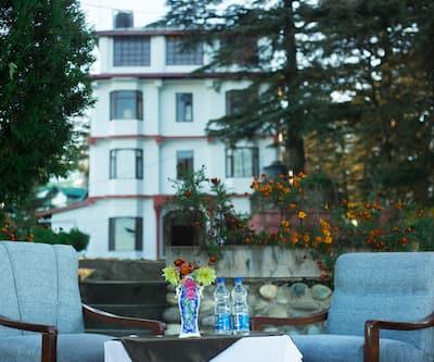 Hotel Woodrina, Dhalli,
