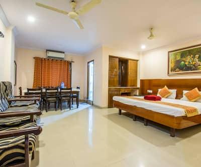 Hotel Chandra's, Daba Gardens,