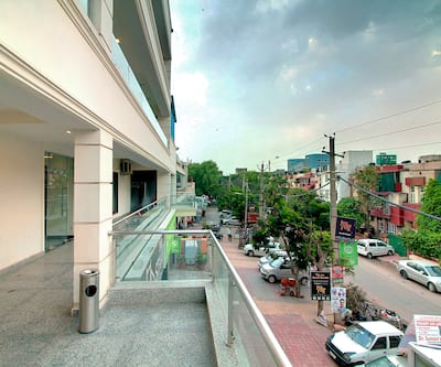 Staayz Premium DLF Phase III,Gurgaon