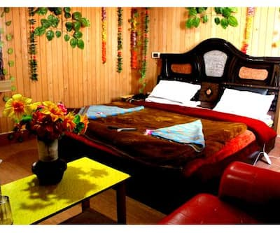 Hotel Burj, Lal Chowk,