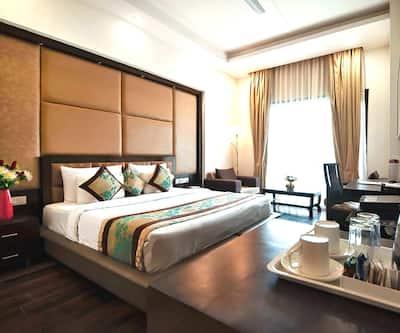 Hotel Golf View Suites,Gurgaon