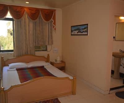 Hotel Poonam, JM Road,