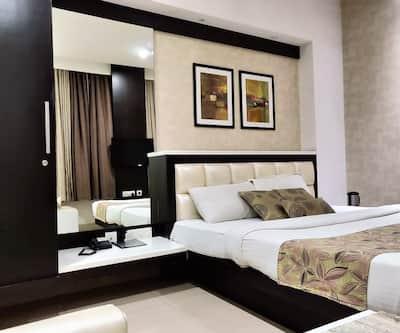 Hotel Rockland, Raja Park,