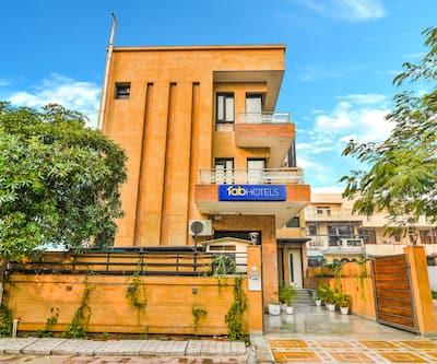 FabHotel Rallkmas DLF Phase 2,Gurgaon