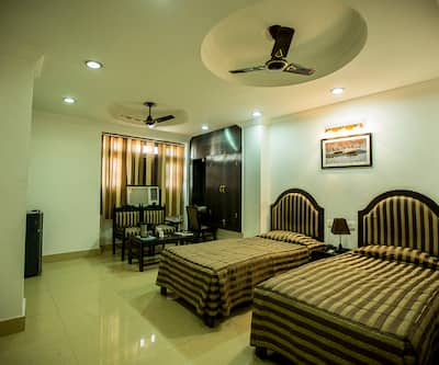 Deep Hotel,Lucknow