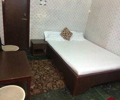 Hotel Prince, Paltan Bazar,
