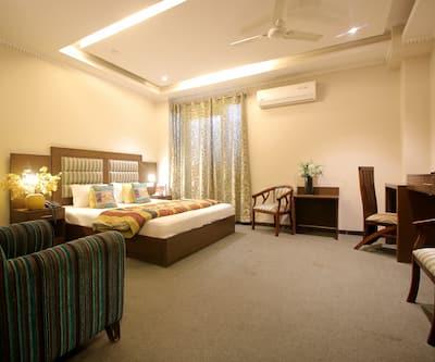 Hotel City Premier, DLF Phase IV,