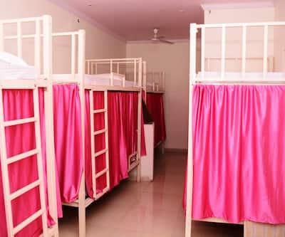 Hotel Sugandh Retreat, Sansar Chandra Road,