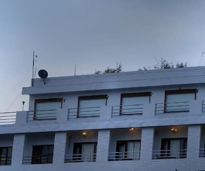 Hotel Kamakshi Grand By Royal Collection,Mussoorie