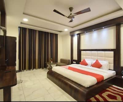 Hotel Galaxy Main Bazar,Katra