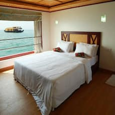 Lake View Deluxe Houseboat, Kumarakom