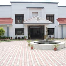 Charans Club & Resort, Lucknow