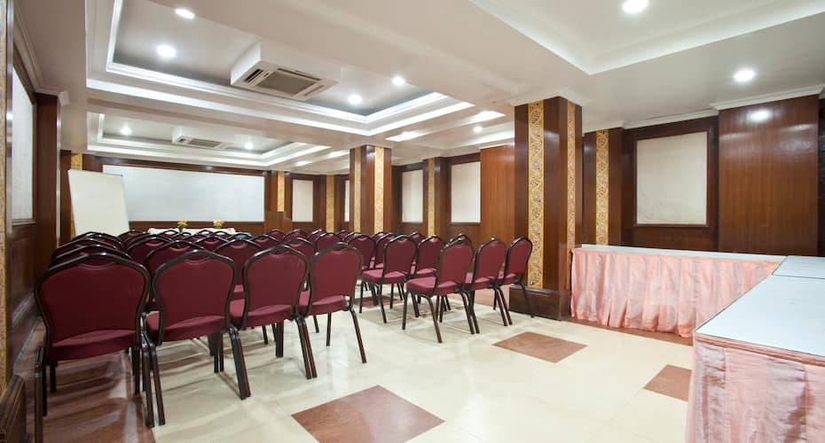 Hotel Shree Hari, New Marine Drive Road,