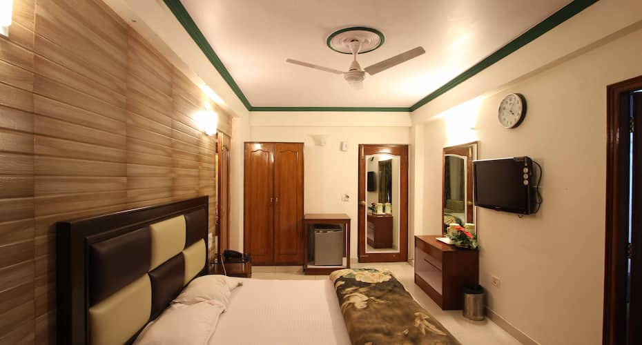 Hotel Paradise Continental, Mall Road,