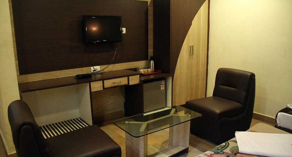 FabHotel Golden Tower, Park Town,