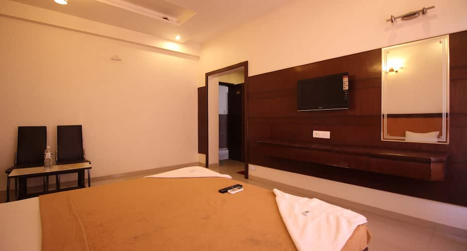 Hotel Mandai Palace, Near Temple,