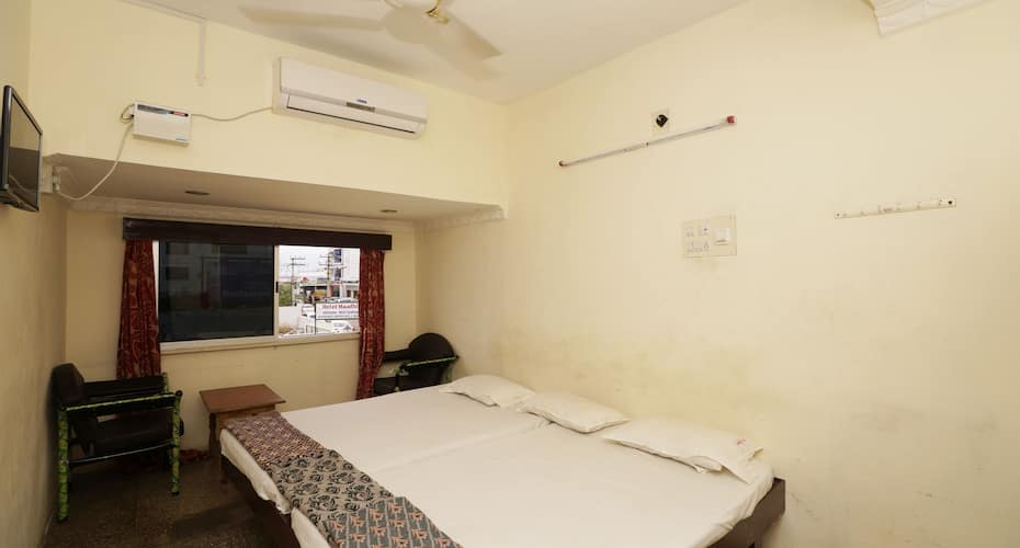Shiva Tourist Home, East Car Street,