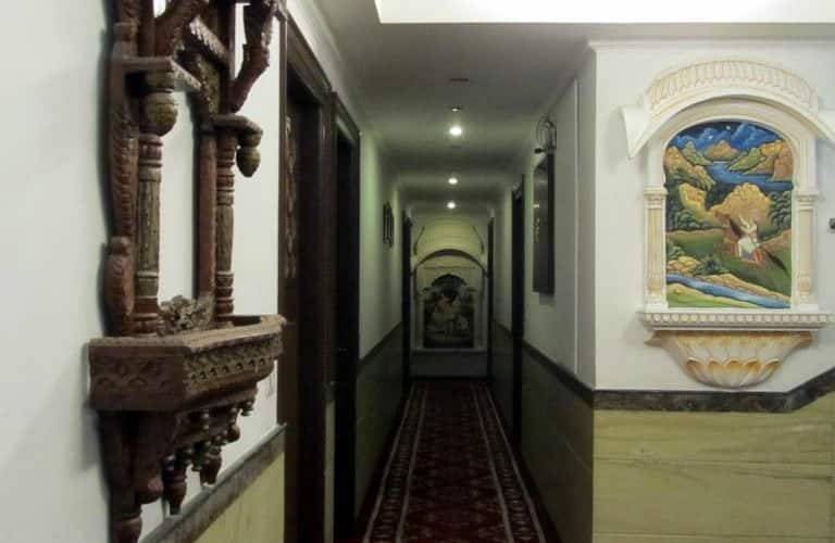 Nahargarh Haveli, Station Road,