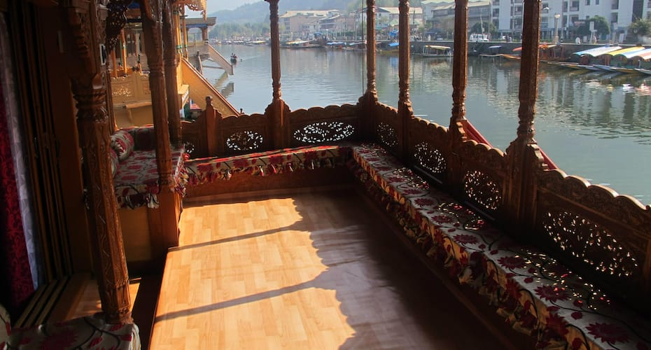 Golden Lily Group of Houseboat, Dalgate,