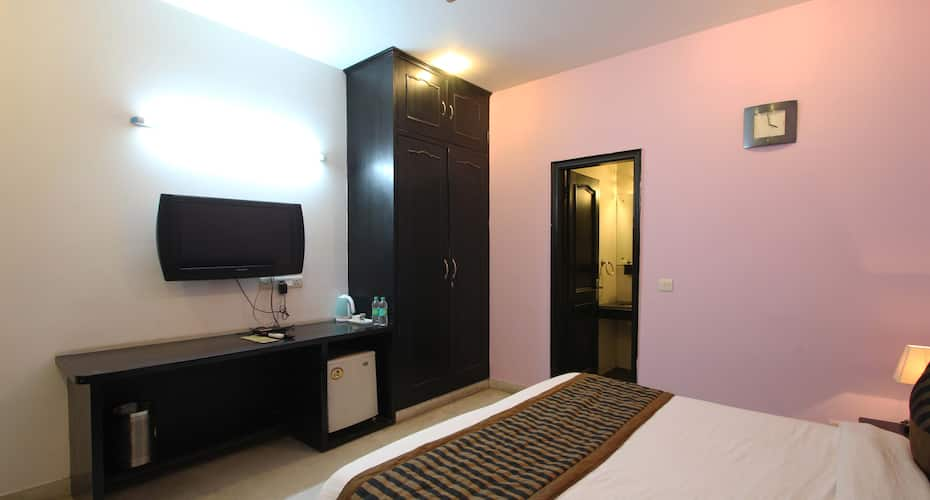 Hotel Kay Nine, DLF Phase 2,