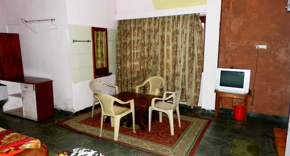 Kodai Staar Hotel, Seven Road Junction,