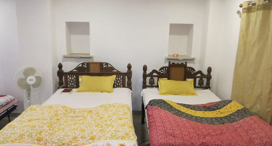 Vara Guest House, City PalaCE Road,