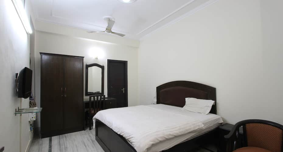 Golf View Presidential Suites, DLF Phase I,