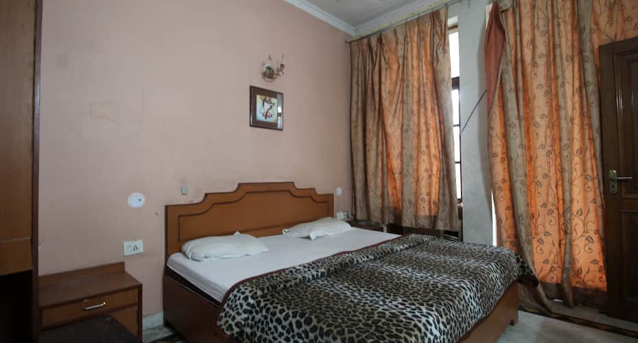 Blossom Guest House, DLF Phase 2,