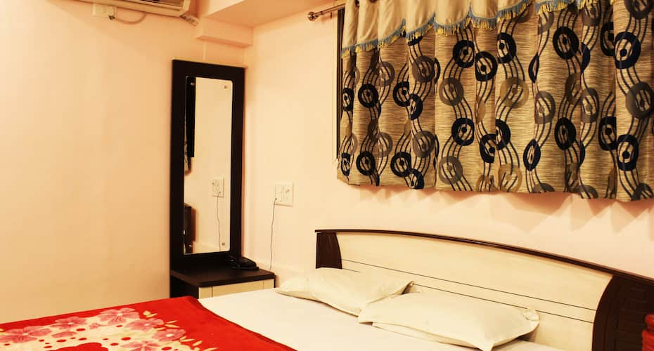 Zaid Guest House, Lamington Road,