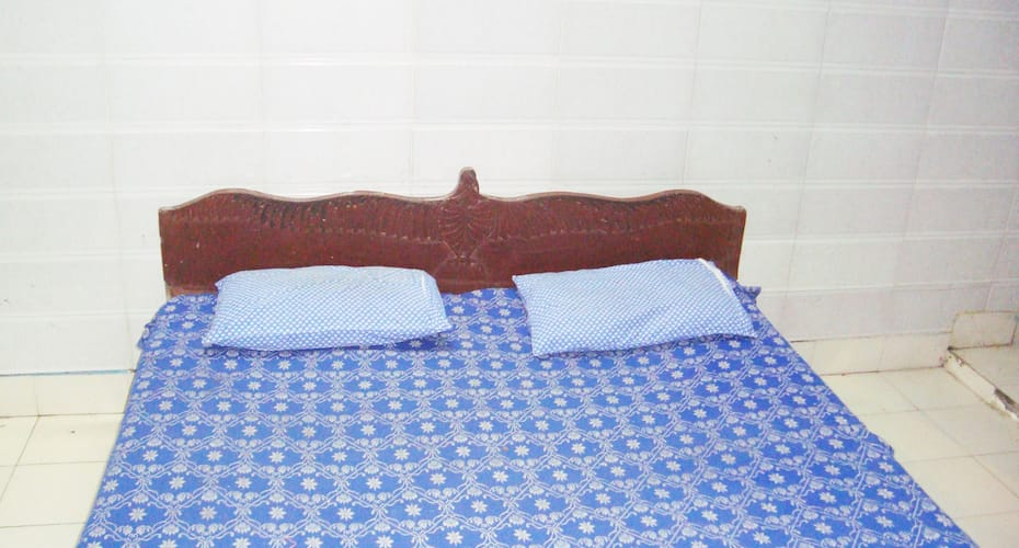 Hotel Sartaj, Residency Road,