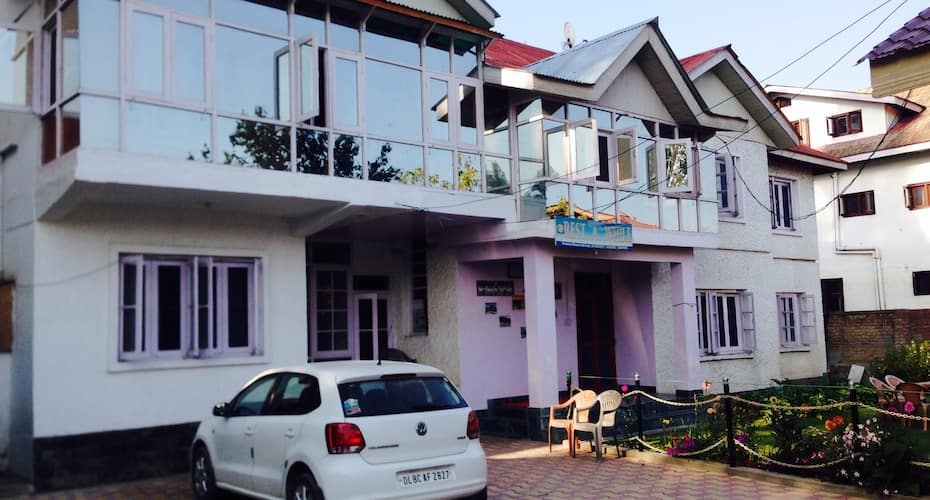 Hotel Rest A While, Shivpora,