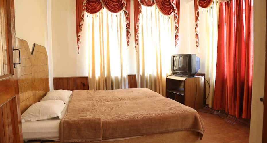 Hotel Evergreen, Aleo,