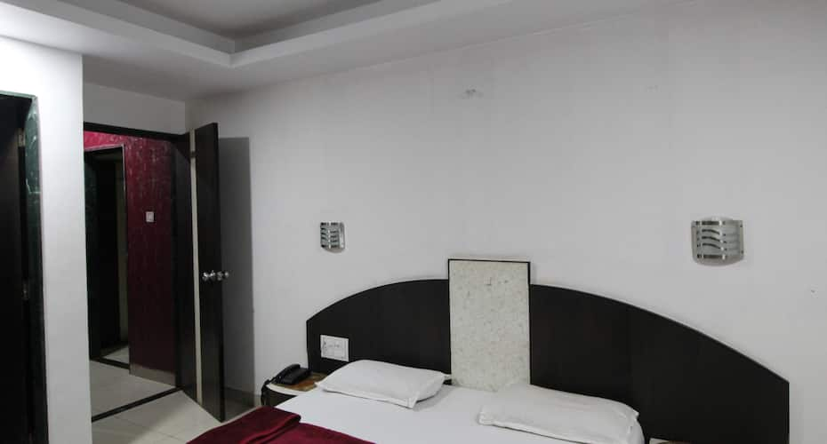 Hotel Monica Lodging And Bording, Chakan,