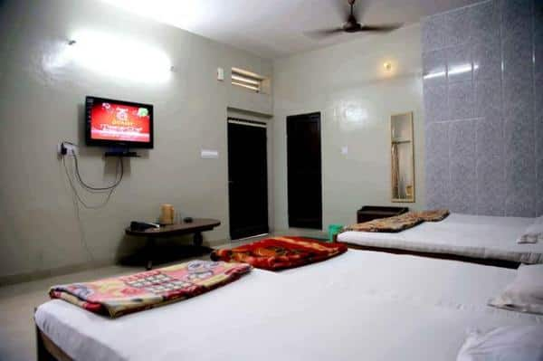 Hotel Chandra Lokk, Station Road,