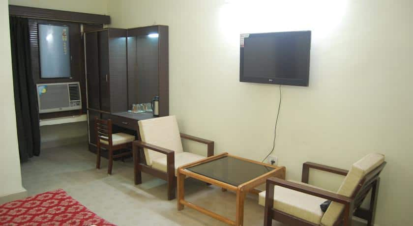 Hotel Raj International, Alambagh,