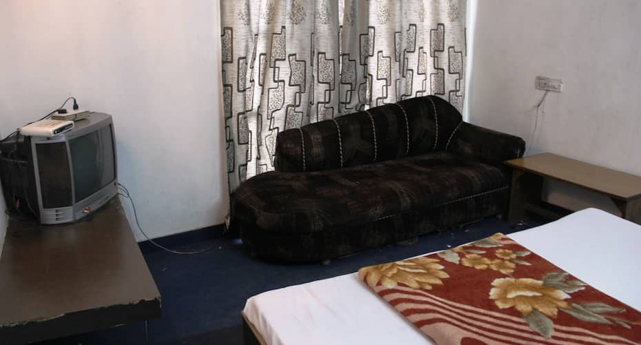 Hotel Amandeep, Clock Tower Road,