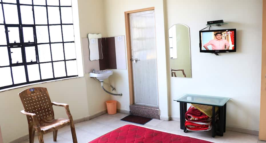 Nafees Guest House, Central Avenue Road,