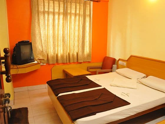 Hotel Mayur Deluxe Lodge, Majestic,
