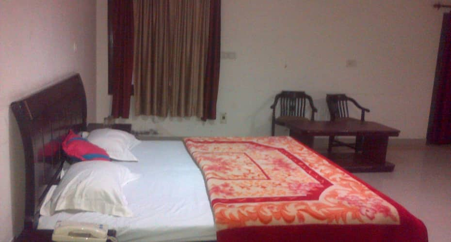 Sardar Hotel, Clock Tower Road,
