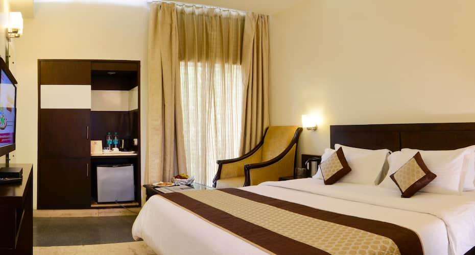 Hotel Taj Resorts, Taj East Gate Road,