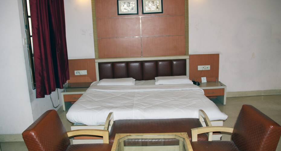 V Resorts Trehan Ashiana, Mall Road,