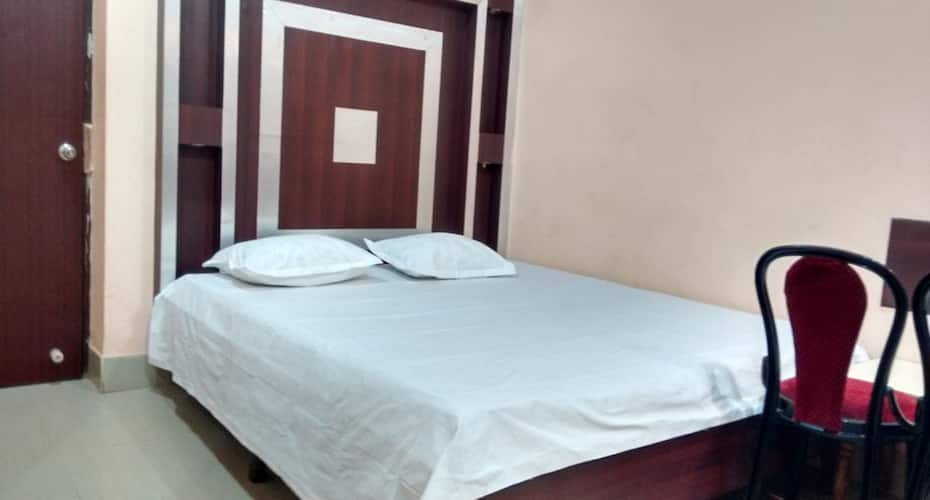 Trimurti Hotel, Sea Beach Road,